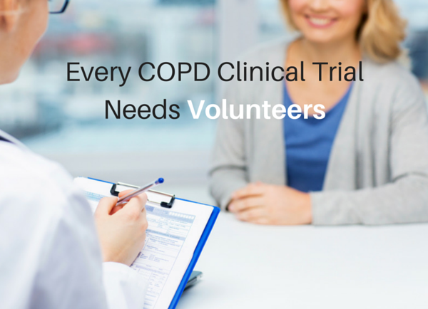 Woman talks to her doctor about COPD clinical trials